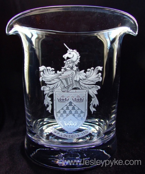 engraved-glass-coat-of-arms-mahew